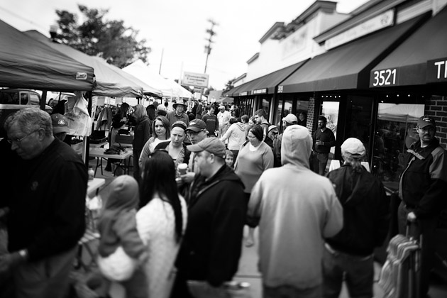 Clintonville-Farmers-Market-Columbus-2011-Crowded-Street