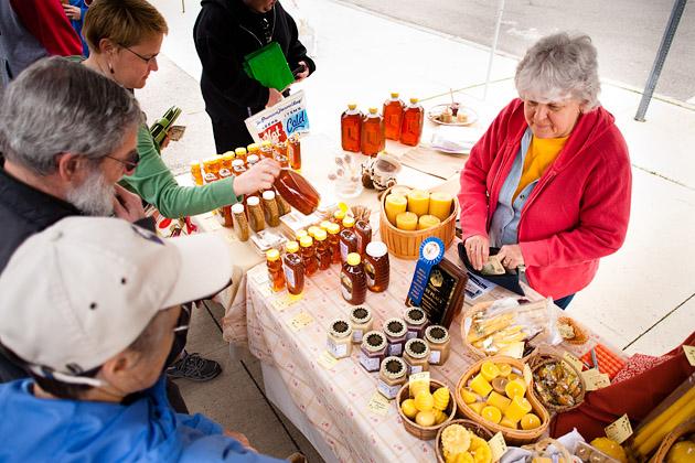 Clintonville-Farmers-Market-Columbus-2011-Barrys-Bees-Honey