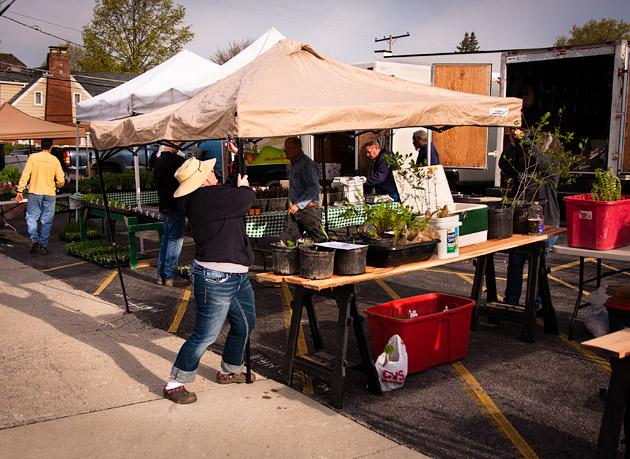 Clintonville-Farmers-Market-Columbus-2011-Setting-Up