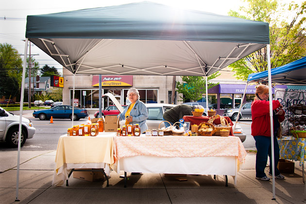 Clintonville-Farmers-Market-Columbus-2011-Barrys-Bees-Honey-Stand