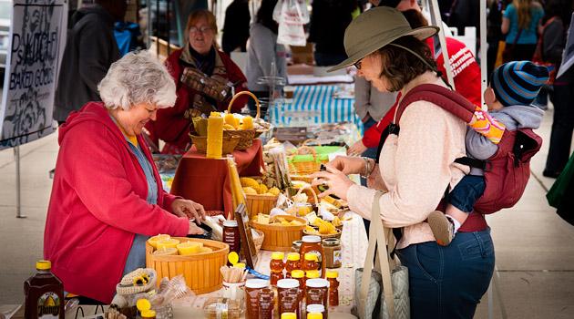 Clintonville-Farmers-Market-Columbus-2011-Gimme-Honey