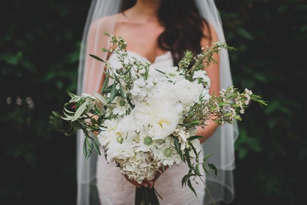Flower-Bridal-Bouquet-Kelton-House-outdoor-wedding